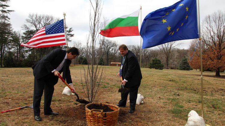 Церемония за засаждане на мемориално дърво в Националната ботаническа градина във Вашингтон